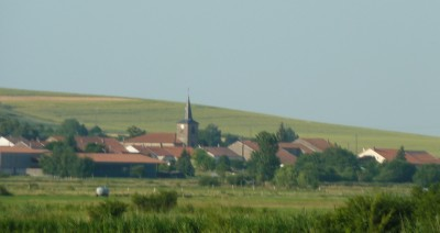 Doc. n° 3 Image idéalisée de la ruralité, le village de Blanche-Eglise (Saulnois) en partie noyé sous la brume (cliché Jean-Pierre Husson, 2013)