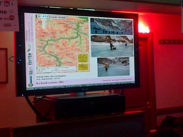 Loin de nous, les Ladakhis s'enthousiasment de l'arrivée du froid
