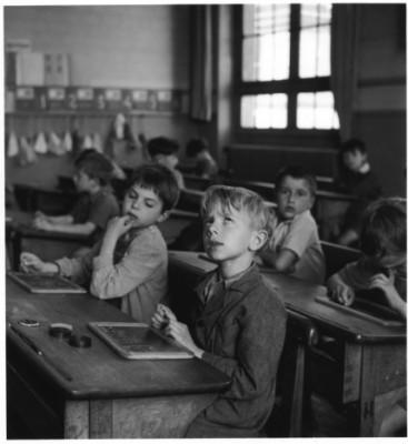 «L'information scolaire» Robert Doisneau, 1956, Paris.