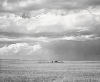 Robert Adams, Au nord-est de Keota, Colorado, 1969 (Fraenkel Gallery, San Francisco et Matthew Marks Gallery, New York)