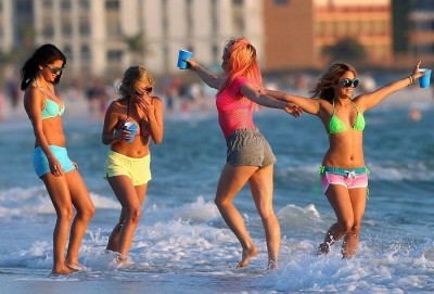 SPRING-BREAKERS-Image-02