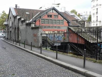Ancienne gare de Saint-Ouen, désaffectée en 1934 La ville de Paris a désigné une coopérative d'habitants « Le Hasard Ludique » comme gestionnaire du lieu