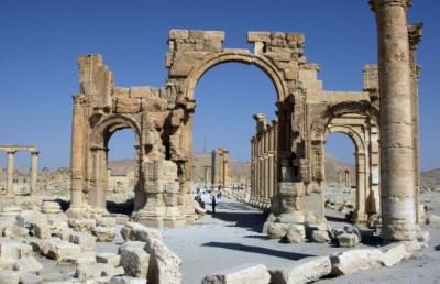 L'organisation djihadiste Etat islamique a fait exploser le 4 octobre 2015 l'Arc de triomphe de Palmyre (Syrie) , inscrite au patrimoine mondial de l'humanité par l'Unesco. C'est la poursuite d'une destruction systématique de la cité antique qui a commencé le 31 août (www.leparisien.fr)
