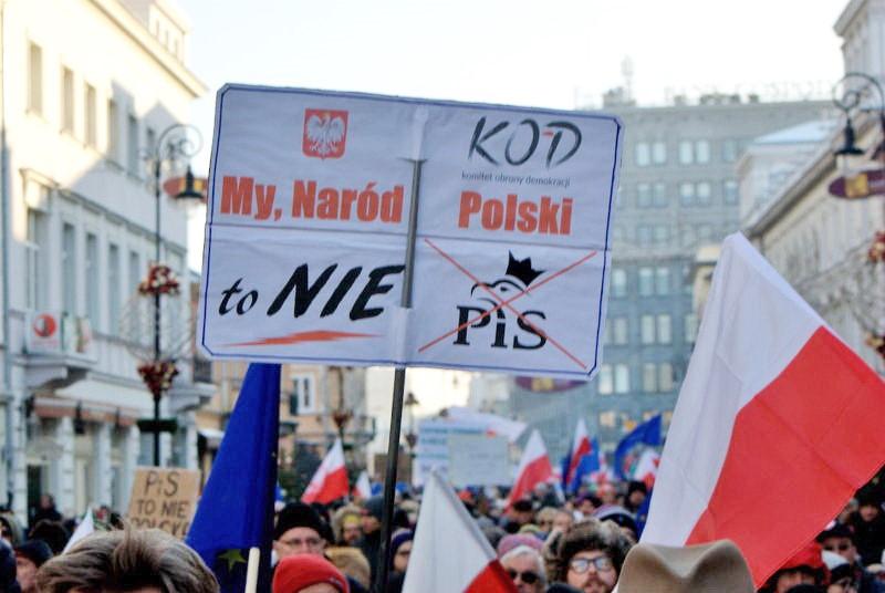 e4a0b55cde4561 Manifestation en 2016 à Varsovie à l initiative du Comité pour la  démocratie (KOD) pour préserver la place de la Pologne en Europe ...