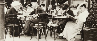 Un café viennois en 1915 (Source: Le Point)