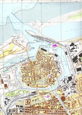 Une carte française de Calais, utilisée par l'URSS (les noms sont en russe)