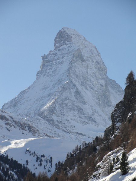 Le Cervin depuis le centre de Zermatt © L. Laslaz, janvier 2013.