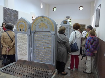 Devoir de mémoire au cimetière juif de Sighetu Marmatiei dans le Maramures, tout près de la frontière ukrainienne (cliché Daniel Oster, juin 2015)