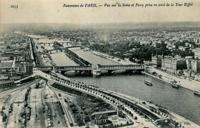 Gare  de triage du Champ de Mars. Photo prise du haut de la Tour Eiffel en 1900