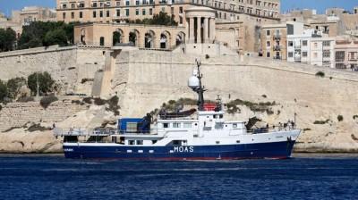 L'île de Malte, une destination touristique et… migratoire (www.lexpress.fr). Un navire de l'ONG MOAS (Station d'assistance offshore pour les migrants) devant le port de La Valette à Malte