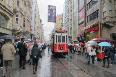 La rue Istiklal et son célèbre tramway