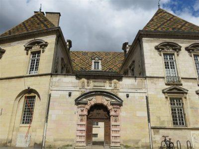 Porche de l'hôtel particulier de Voguë – XVII è. Cliché de Maryse Verfaillie