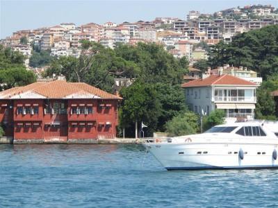 Maisons de bois et étalement urbain récent sur la rive asiatique