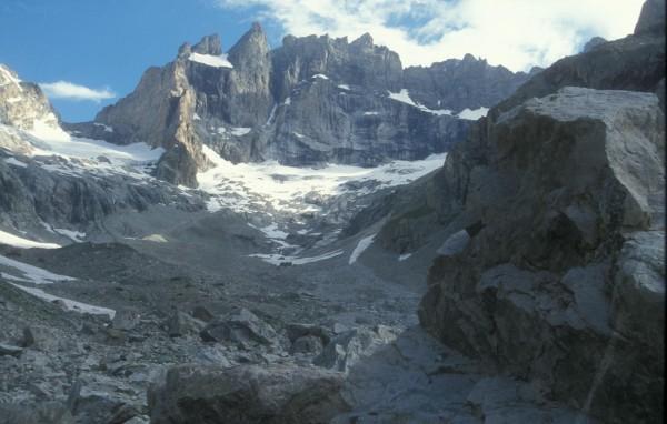 Face au sud de la Meije et rochers du Chatelleret © L. Laslaz.