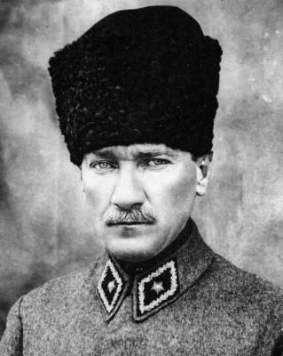 Mustapha Kemal. Président de la République turque de 1923 à 1938. Archives Larousse