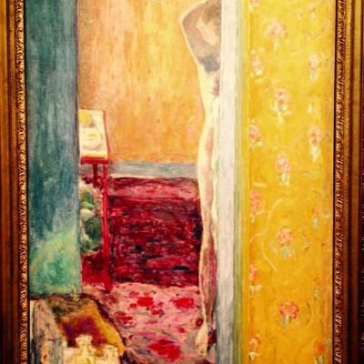 Nu dans un intérieur, 1912-1914 (Washington, National Gallery of Art). Ici, deux thèmes fréquents chez Bonnard: le nu (sa femme Marthe) et la porte ouverte sur un vaste espace.