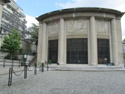 """Le pavillon d'accueil du cimetière de Passy (source: <a href=""""http://www.parismamanetmoi.com"""">parismamanetmoi.com</a>)"""