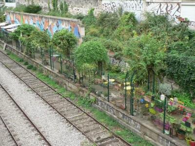 Tronçon de la Petite ceinture comprenant des jardins partagés