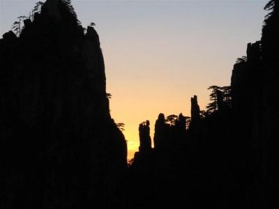 Lever du soleil depuis la Terrasse rafraîchissante sur le flanc du Pic du Lion (cliché de Maryse Verfaillie)