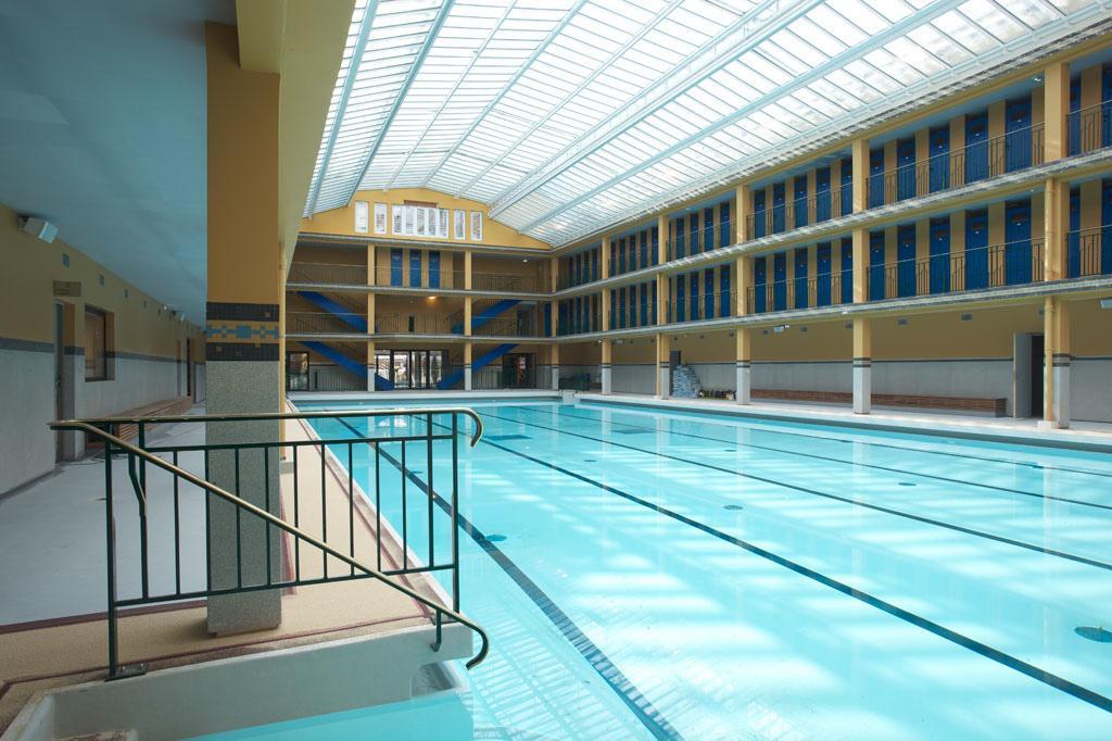 Les caf s g o controverses dans le sud ouest parisien for Club piscine dorion horaire