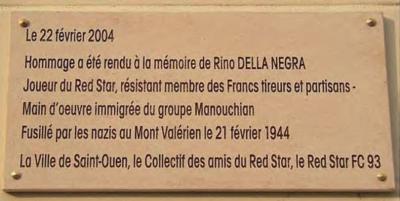 Plaque apposée à l'entrée du stade Bauer, Saint-Ouen (Seine-Saint-Denis).