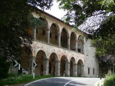 Photo 2 : La façade Est de la poste médicéenne à Radicofani © RCourtot 2011