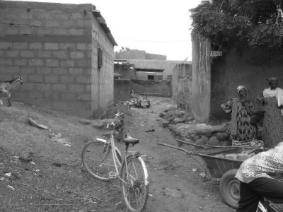 Un quartier non-loti, récemment inondé à Kaya