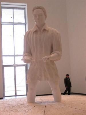 Thomas Schütte, Mann im Matsch, 2009. Polystyrène, plâtre et bois.