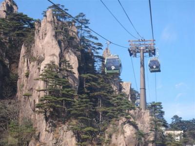 Le téléphérique à l'assaut des Huangshan (cliché de Maryse Verfaillie)